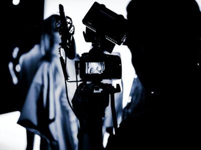 productor audiovisual realizando una sesión de fotografía